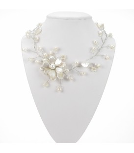 Pearl & Wire Flower Necklace